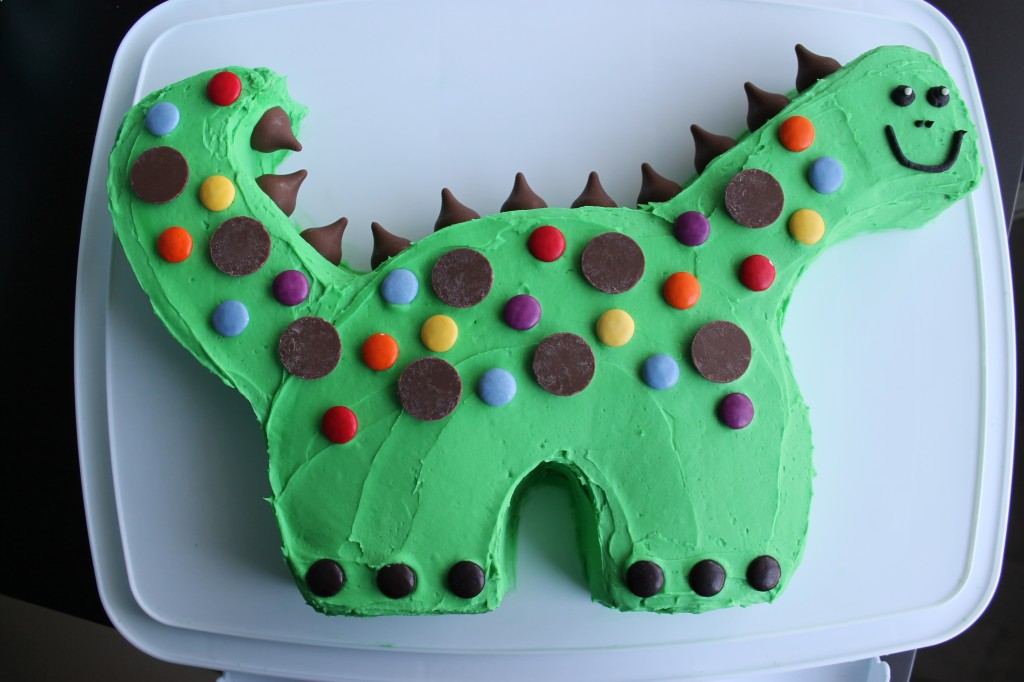 How to make a 3d dinosaur birthday cake: 15 steps (with pictures).