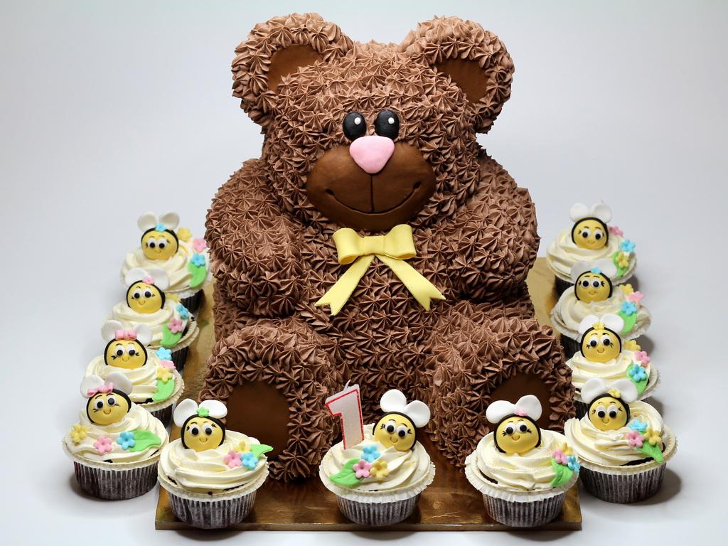 Resultado de imagem para birthday cake bear