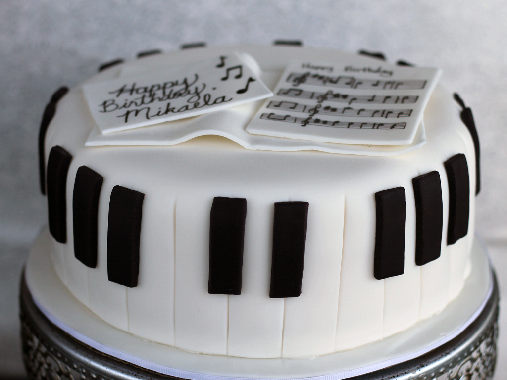 Piano Birthday Cakes
