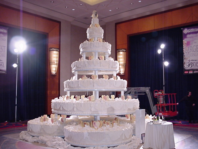 The most biggest cake in the world