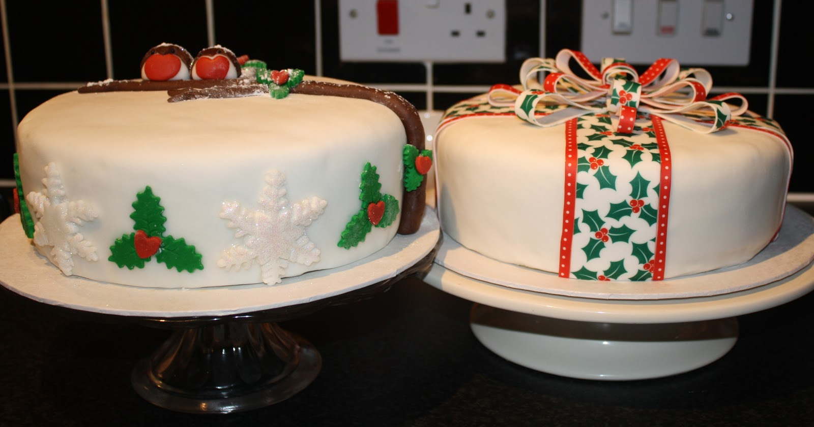 Decorating Christmas Cakes
