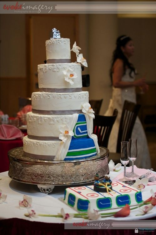 wedding cake toppers vancouver hockey wedding cakes 26620