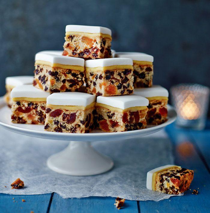 berry merry christmas cake - British Christmas Cake Decorations